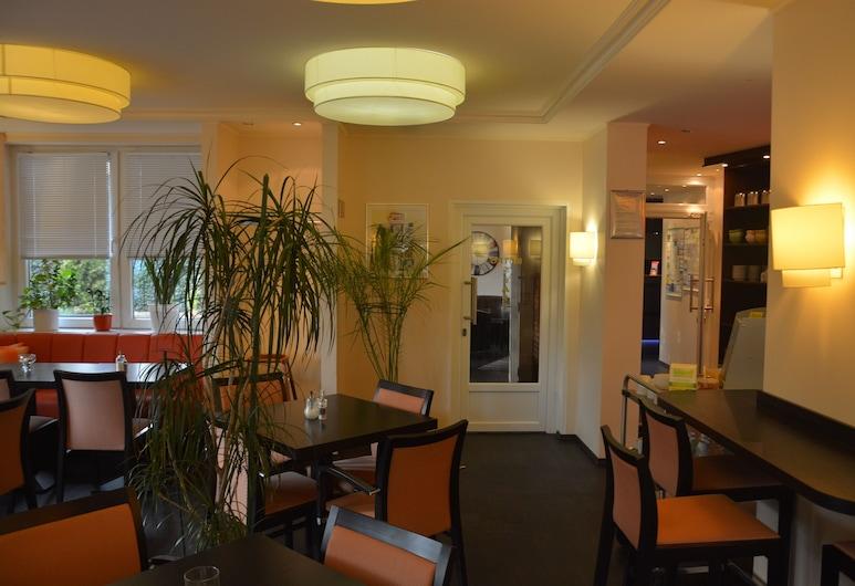 Hotel Oyten am Markt, Oyten, Área para desayunar