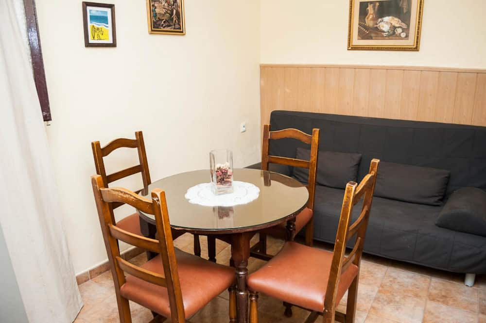 Habitación superior, 2 habitaciones, cocina básica, planta baja - Sala de estar