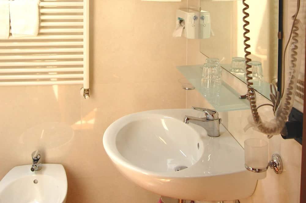Double or Twin Room, 1 Bedroom - Bathroom
