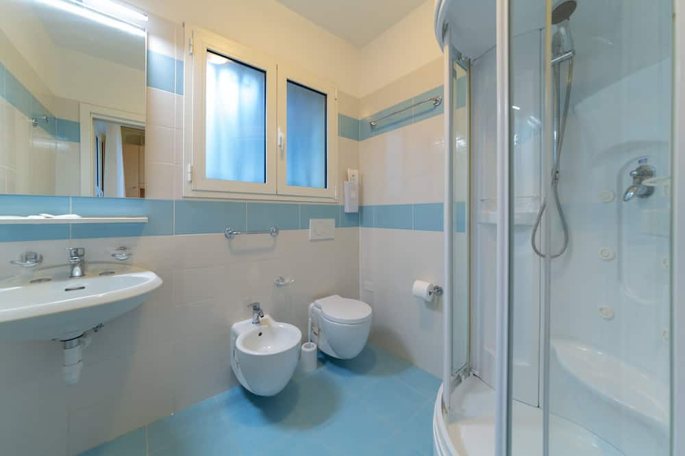 Double Room, 1 Large Twin Bed - Bathroom