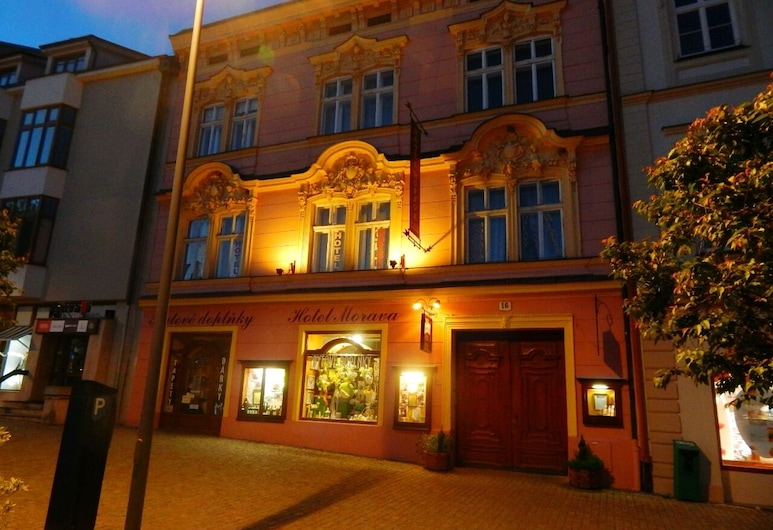 Hotel Morava, Znojmo, Fachada do Hotel - Tarde/Noite