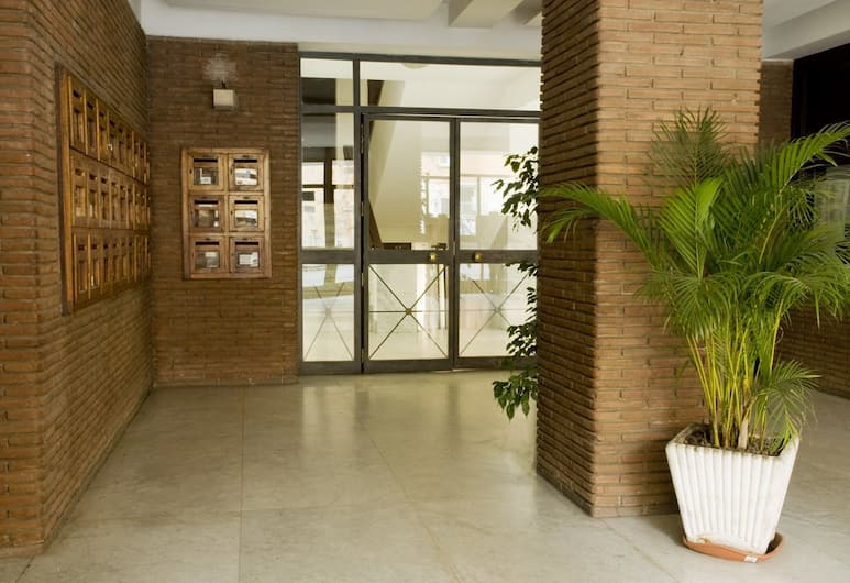 Titina, Rom, Hotellets indgang