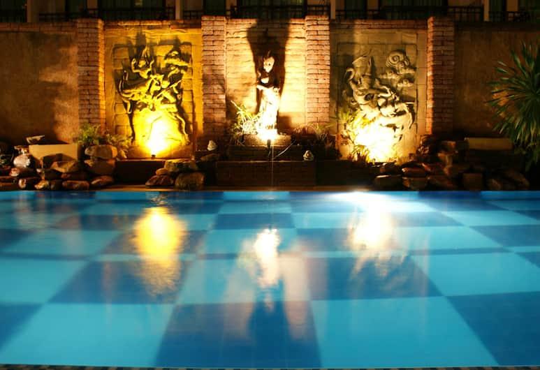 เบลล่า วิลล่า พรีม่า, พัทยา, สระว่ายน้ำกลางแจ้ง