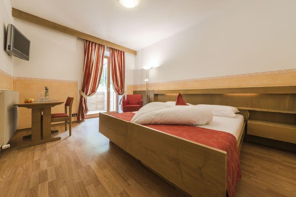 غرفة مزدوجة بتجهيزات أساسية - شُرفة