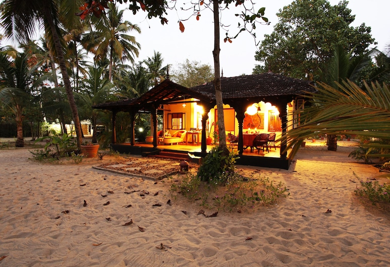 阿姆麗塔海灘交響樂酒店, Cherthala, 酒店入口 - 夜景