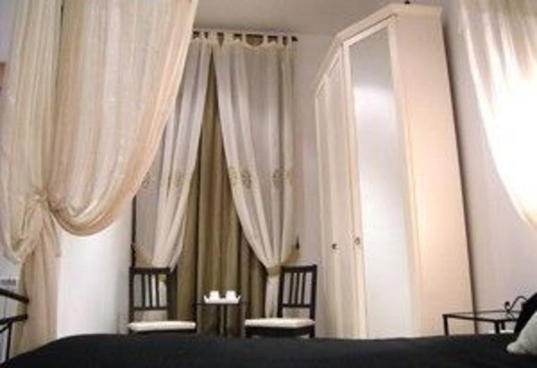 Vatican City Guest House, Rome, Standard Double Room, 1 Queen Bed, Ensuite (Venere), Guest Room