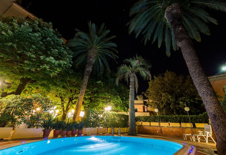 Reale, Montecatini Terme, Vonkajší bazén