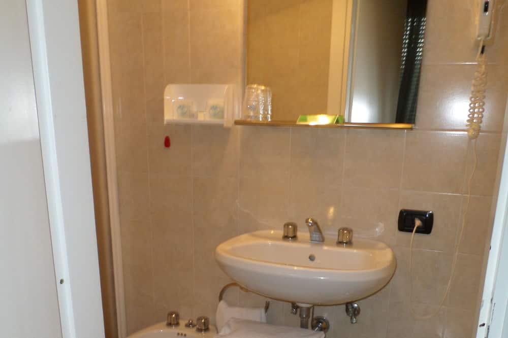 Phòng 4, Quang cảnh hồ - Phòng tắm