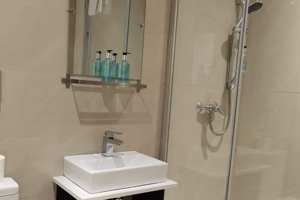 Eenpersoonskamer, gemeenschappelijke badkamer - Badkamer