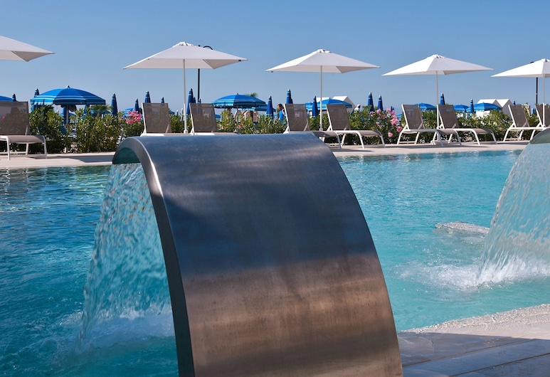 Hotel Orient & Pacific, Jesolo, Bazén s vodopádem