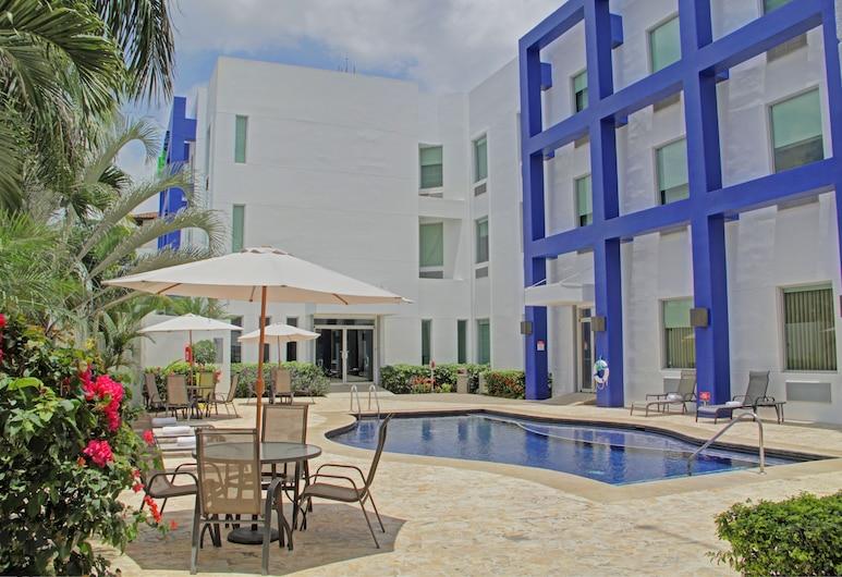 Holiday Inn Express San Jose Forum, Santa Ana, Kolam