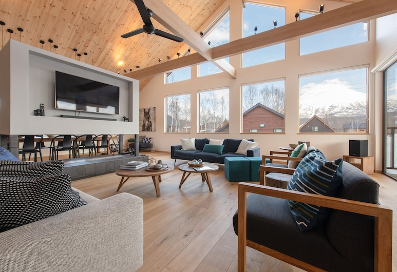 Country Resort Niseko, Kutchan, Luxury Chalet, 5 Bedrooms, Living Room