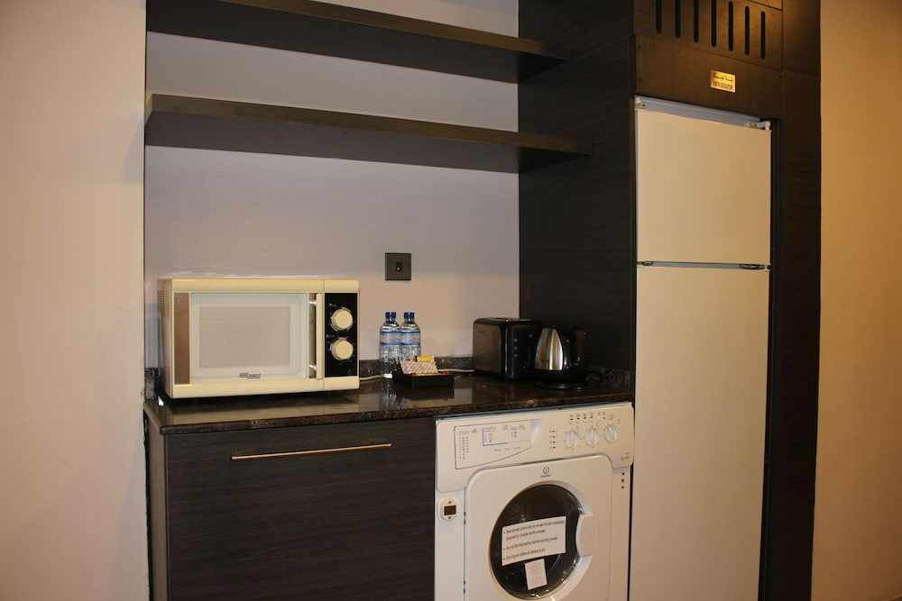 Signature Hotel Apartments Spa Dubai Condo 1 Bedroom In Room
