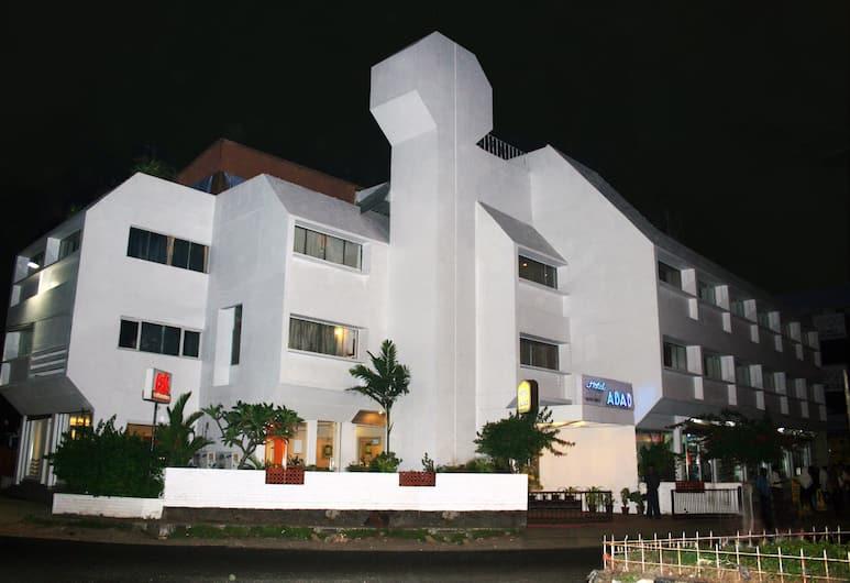 Hotel Abad, Koči, Viesnīcas priekšskats vakarā/naktī