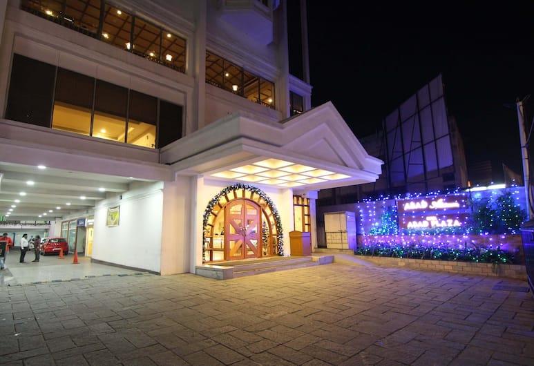 Hotel Abad Plaza, Koči, Viesnīcas priekšskats vakarā/naktī