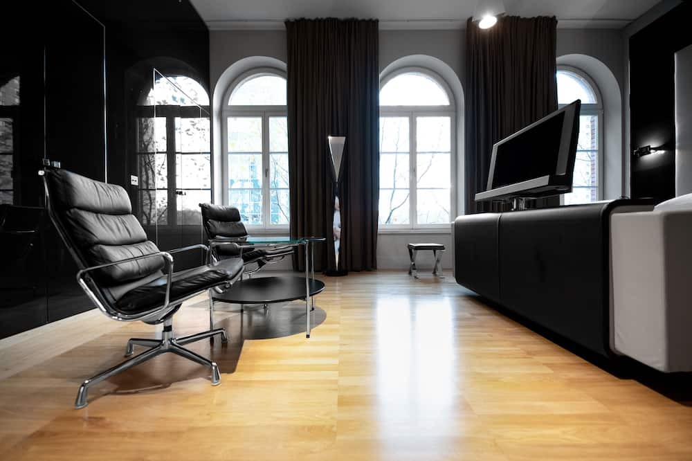 Room (Chic Boutique) - Living Area