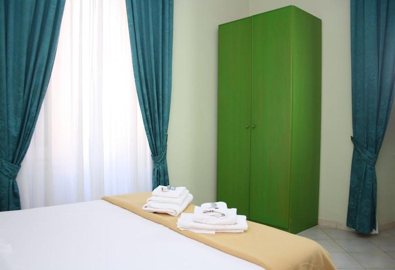 La Dolce Vita Romana, Rome, Deluxe Triple Room, Guest Room