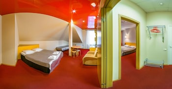 Red Apple Hotel