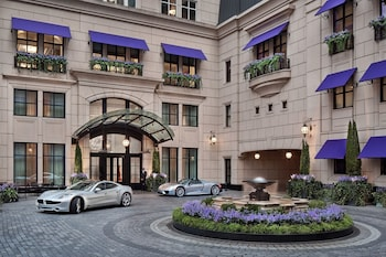 Picture of Waldorf Astoria Chicago in Chicago
