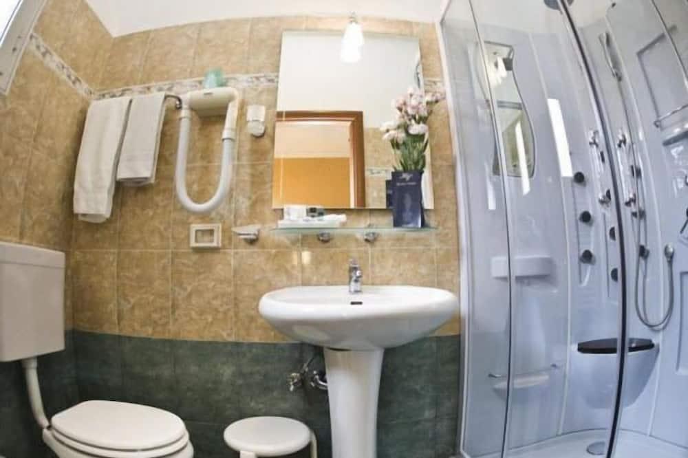 חדר סטנדרט זוגי - מקלחת בחדר הרחצה