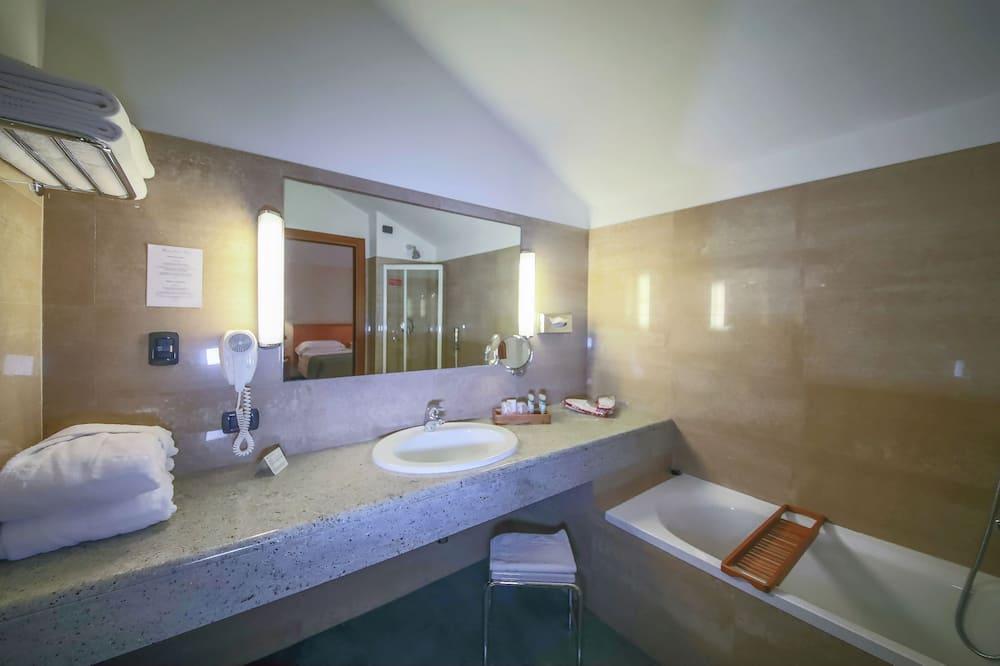 Exclusive Double Room, 2 Twin Beds - Bathroom