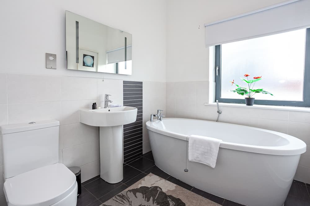 Deluxe Apartment, 2 Bedrooms (Extended Stay) - Bathroom
