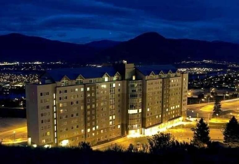 Residence & Conference Centre - Kamloops, Kamloops, Otelin ön cephesi (akşam)