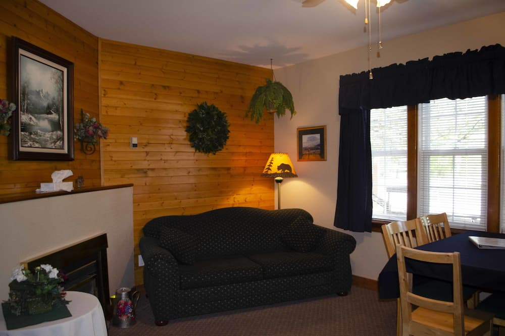 Superior Suite, Multiple Beds, Kitchen - Living Room