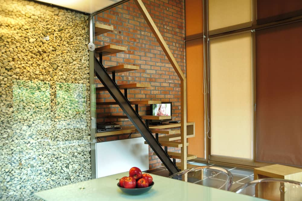 Deluxe Apartment - Tempat Makan dalam Bilik