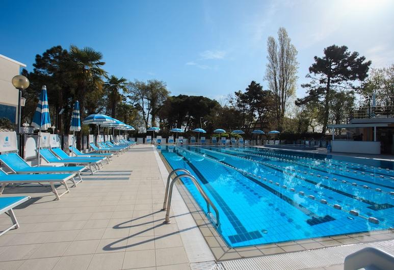 โรงแรมโบโซเลย, Cesenatico, สระว่ายน้ำกลางแจ้ง