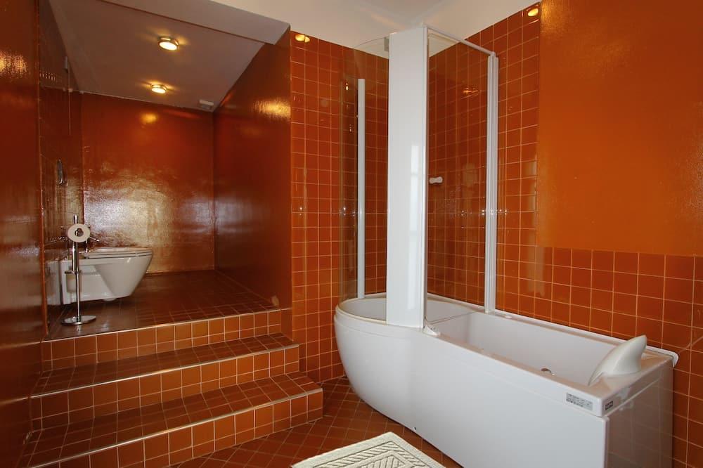 Suite junior, 1 habitación, con acceso para silla de ruedas, bañera de hidromasaje - Baño