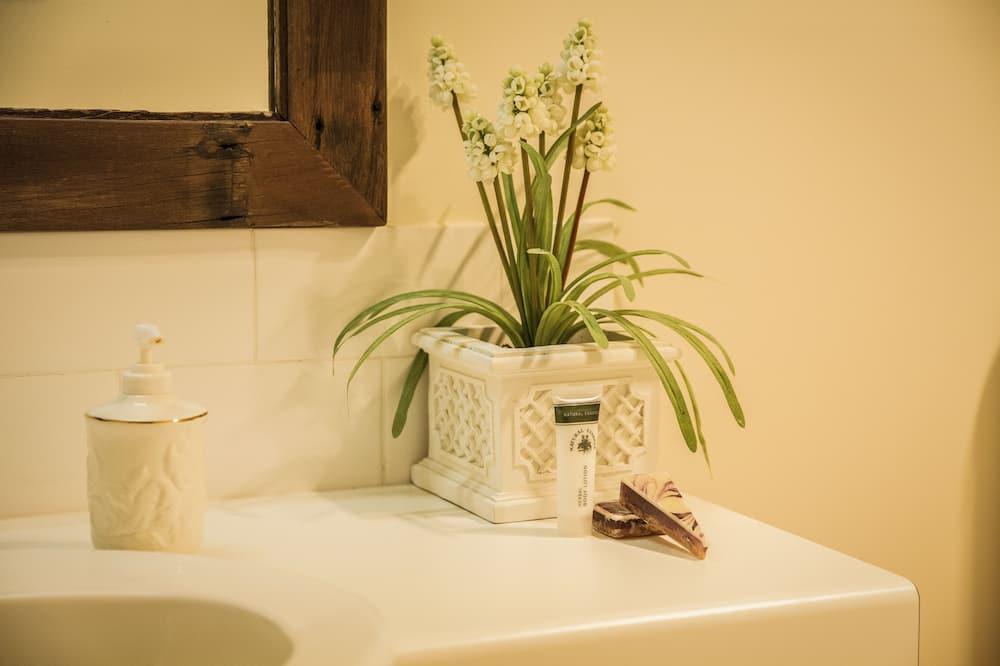 Коттедж, 4 спальни, смежные ванная комната и спальня - Ванная комната