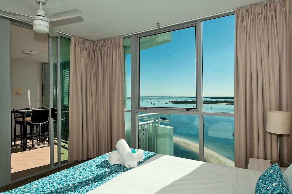 2 Bedroom Water View Apartment - Guest Room View