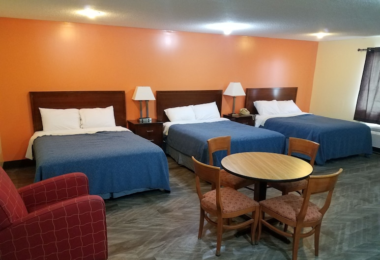 Western Inn South, Kearney, Queen Room with 3 Queen Beds, Guest Room