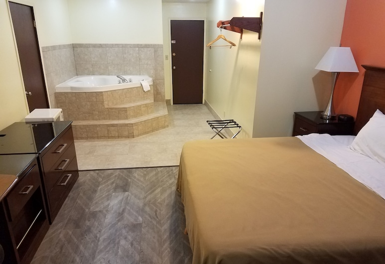 Western Inn South, Kearney, King Suite with Spa Bath, Guest Room