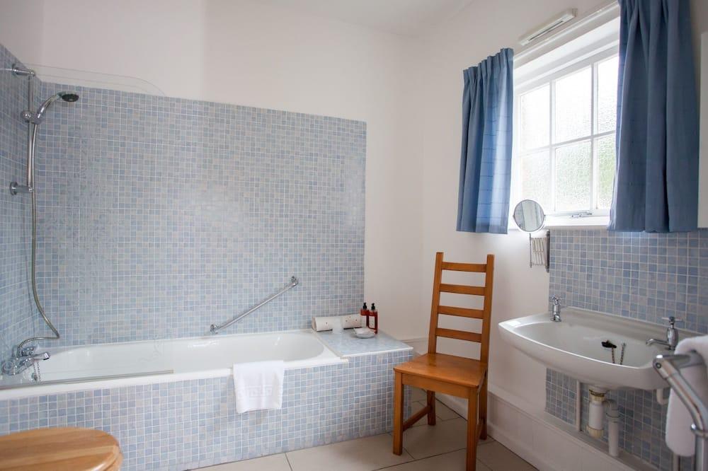 Deluxe Double Room, Ensuite (Courtyard) - Bathroom