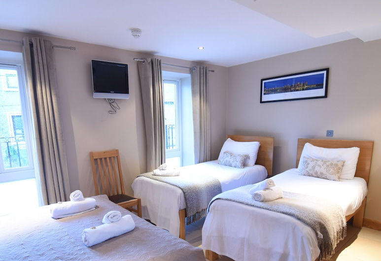 Eyre Square Townhouse, Galway, Quadruple Room, Guest Room