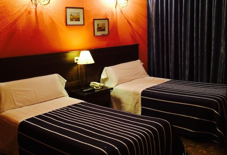 Hostal Sonsoles Madrid Centro, Madrid, Twin Room, 2 Single Beds, Private Bathroom, Guest Room