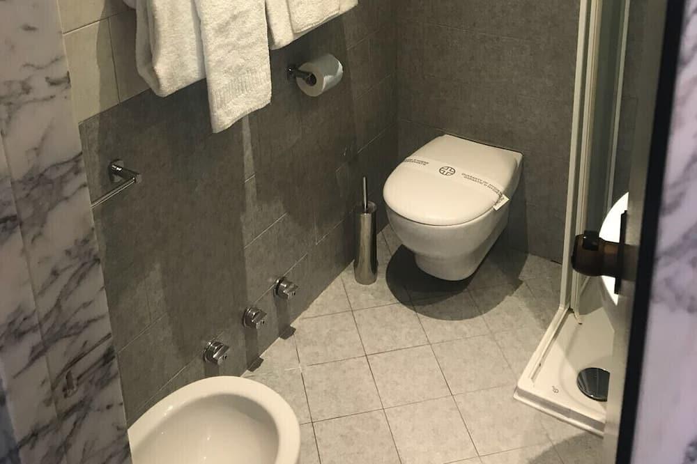 Double Room, Lake View - Bilik mandi