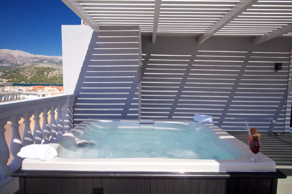 Panoramic Suite, Jetted Tub, Sea View - Outdoor Spa Tub