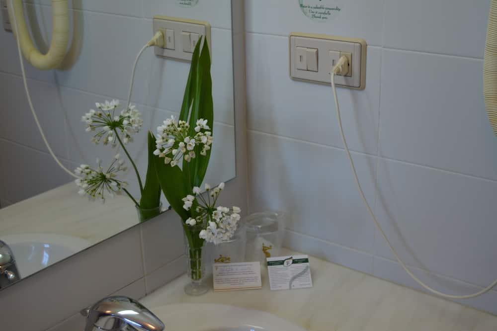 Štandardná dvojlôžková izba (single use) - Kúpeľňa