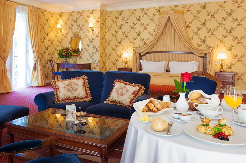 Exclusive Double Room - In-Room Dining