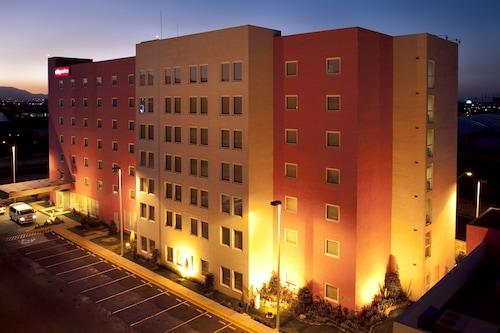 托盧卡城市套房酒店/