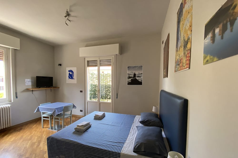 Klassieke kamer, 1 twee- of 2 eenpersoonsbedden, kitchenette - Woonruimte