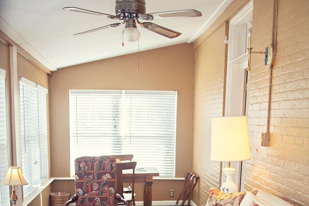 The Shenandoah Suite - Living Area