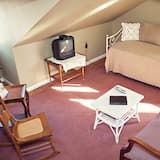 The Robin's Nest Suite - Living Area