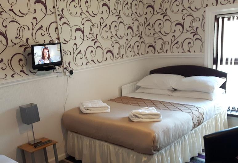 Wellington Hotel, Blackpool, Family Triple Room, Guest Room