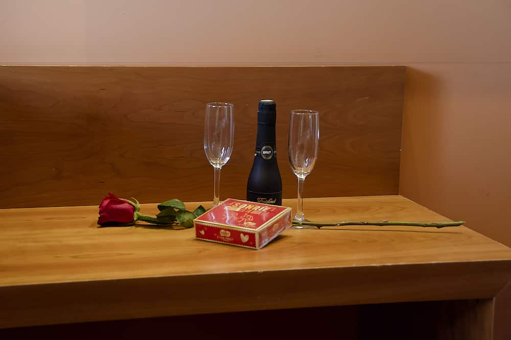 Double Room - Room Service – Dining