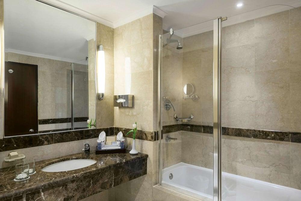 Suite, 3 Bedrooms (Ambassador) - Bathroom