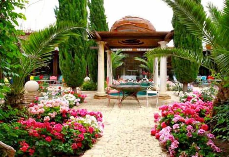Hotel Palacio De La Serna, Ballesteros de Calatrava, Jardin